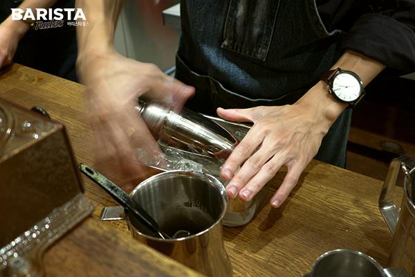 도쿄 카페 로스트로 커피_사이폰 아이스
