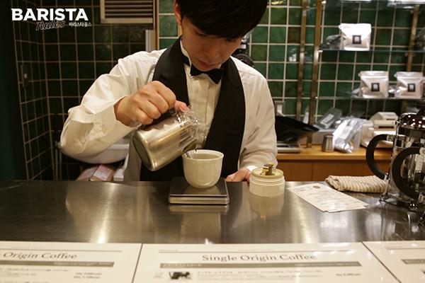 도쿄 카페 마루야마 바리스타