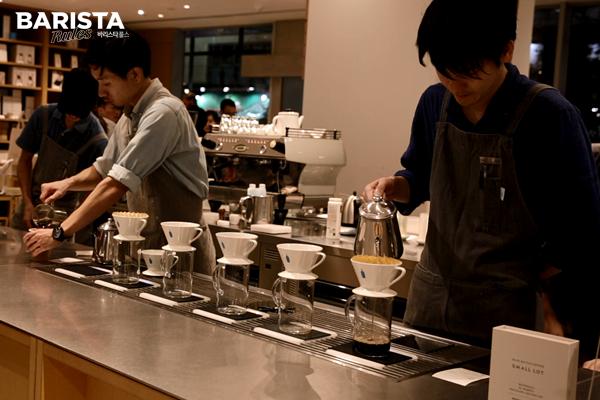 도쿄 카페 블루보틀_카페 내부 브루잉